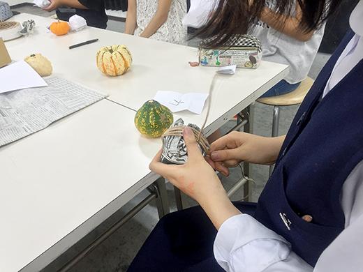 横浜美術学院の中学生教室 美術クラブ 紙ねんど立体「ハロウィーンかぼちゃの模刻」4