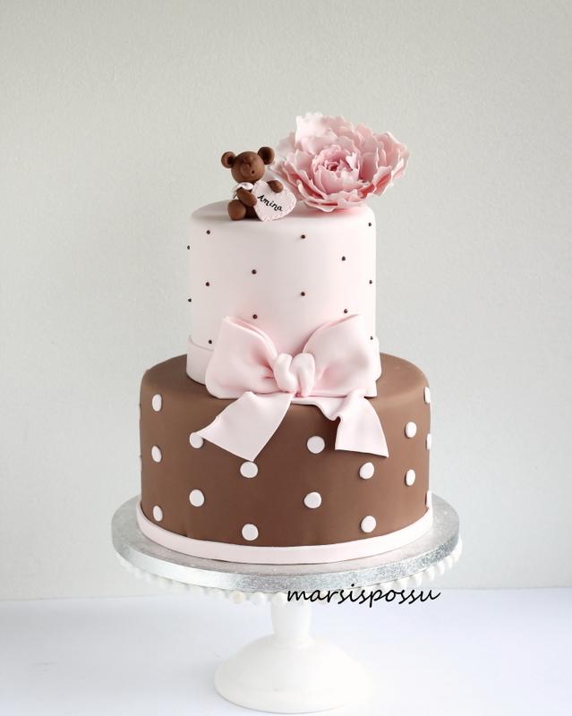 Kakku äidin ja tyttären yhteisjuhiin