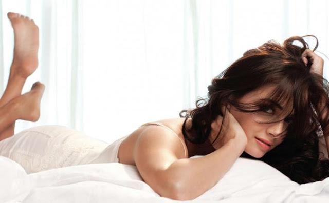 WANITA HARUS TAHU! Tanda-tanda wanita sedang subur 1. Merasa lebih gembira dan senang 2. lebih seksi itu terjadi karena hal tersebut 3. Kulit wajah sedikit merah 4. Tertarik pada satu jenis pria  Sebulan sekali wanita produktif mengalami ovulasi. Apa itu Ovulasi?.. Ovulasi adalah proses pelepasan telur yang telah matang dari dalam rahim untuk kemudian berjalan dan menuju tuba falopi untuk dibuahi. Proses ini biasanya terjadi dalam waktu 16 hari setelah hari pertama siklus menstruasi atau 14 hari sebelum haid berikutnya.