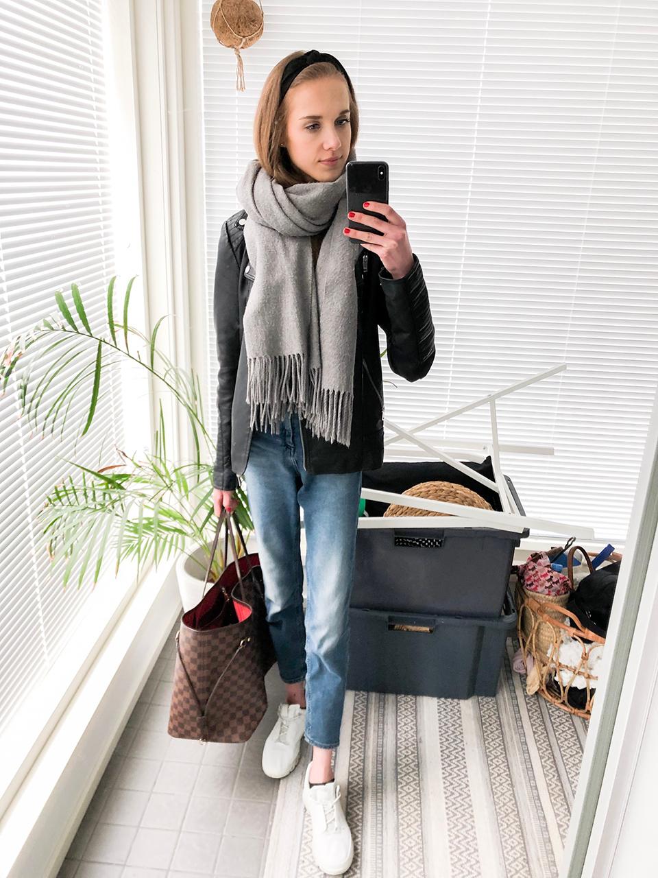 Autumn outfit with mom jeans and leather jacket - Syysasu farkkujen ja nahkatakin kanssa
