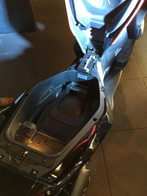 Aprillia SR Max 300 2015 Di Lancarkan