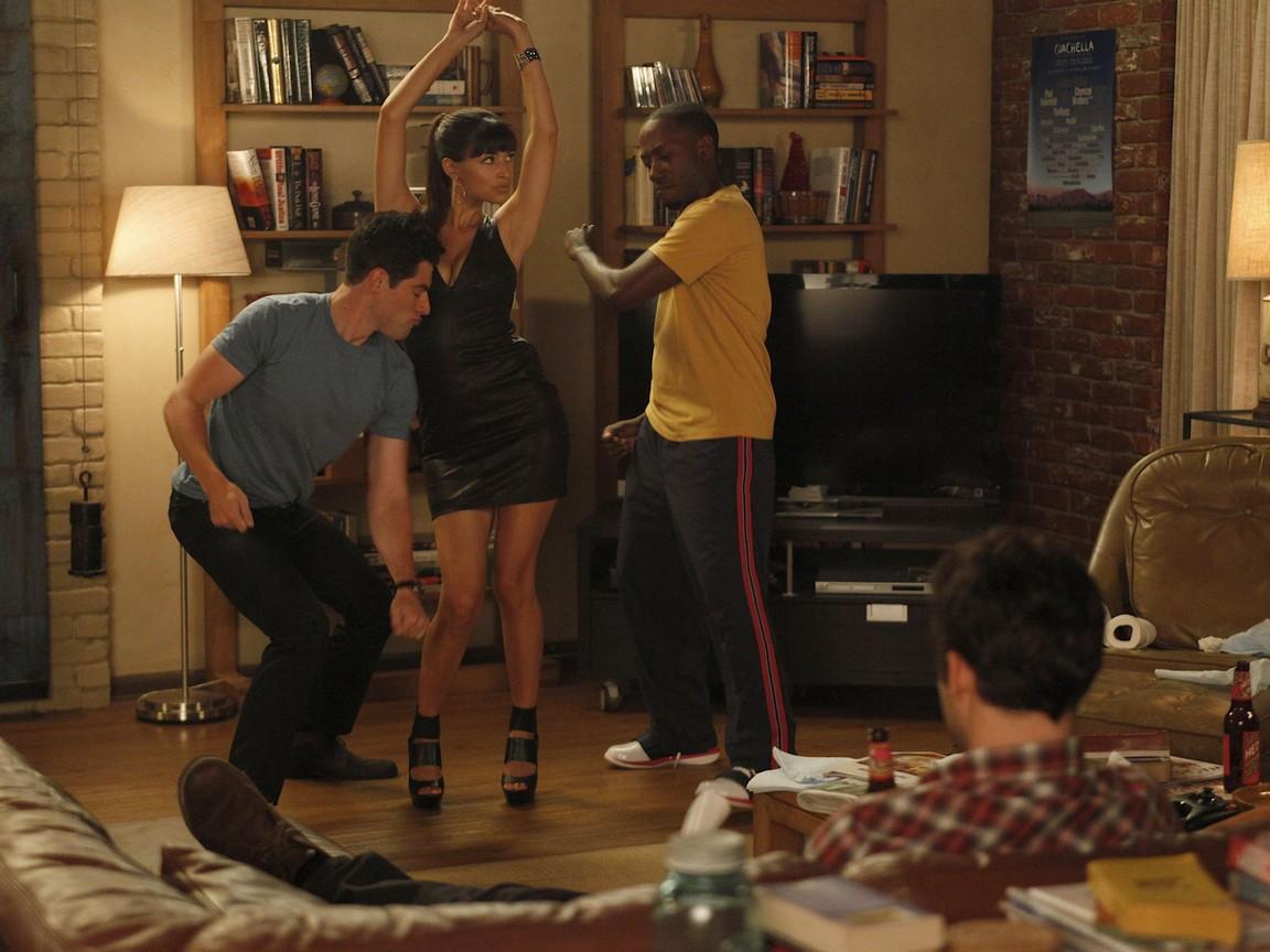 New Girl - Season 1 Episode 5: Cece Crashes