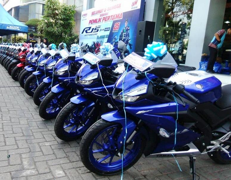 Penjualan All New Yamaha R15 V3 bulan pertama langsung melejit melebihi All New Honda CBR 150R dan  Suzuki GSX-R150