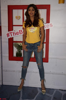 Shilpa Shetty Looks super cute and fit in Yellow T Shirt at the Launch Of Saffola New Products 25th March 2017