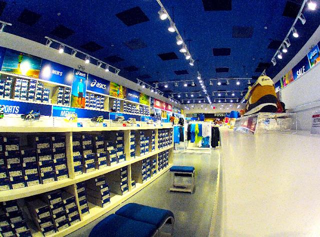Qual o horário de funcionamento dos shoppings e outlets de Miami?