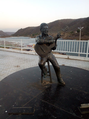 www.canionsxingo.com.br - Estátua de Altemar Dutra na Orla de Piranhas - AL