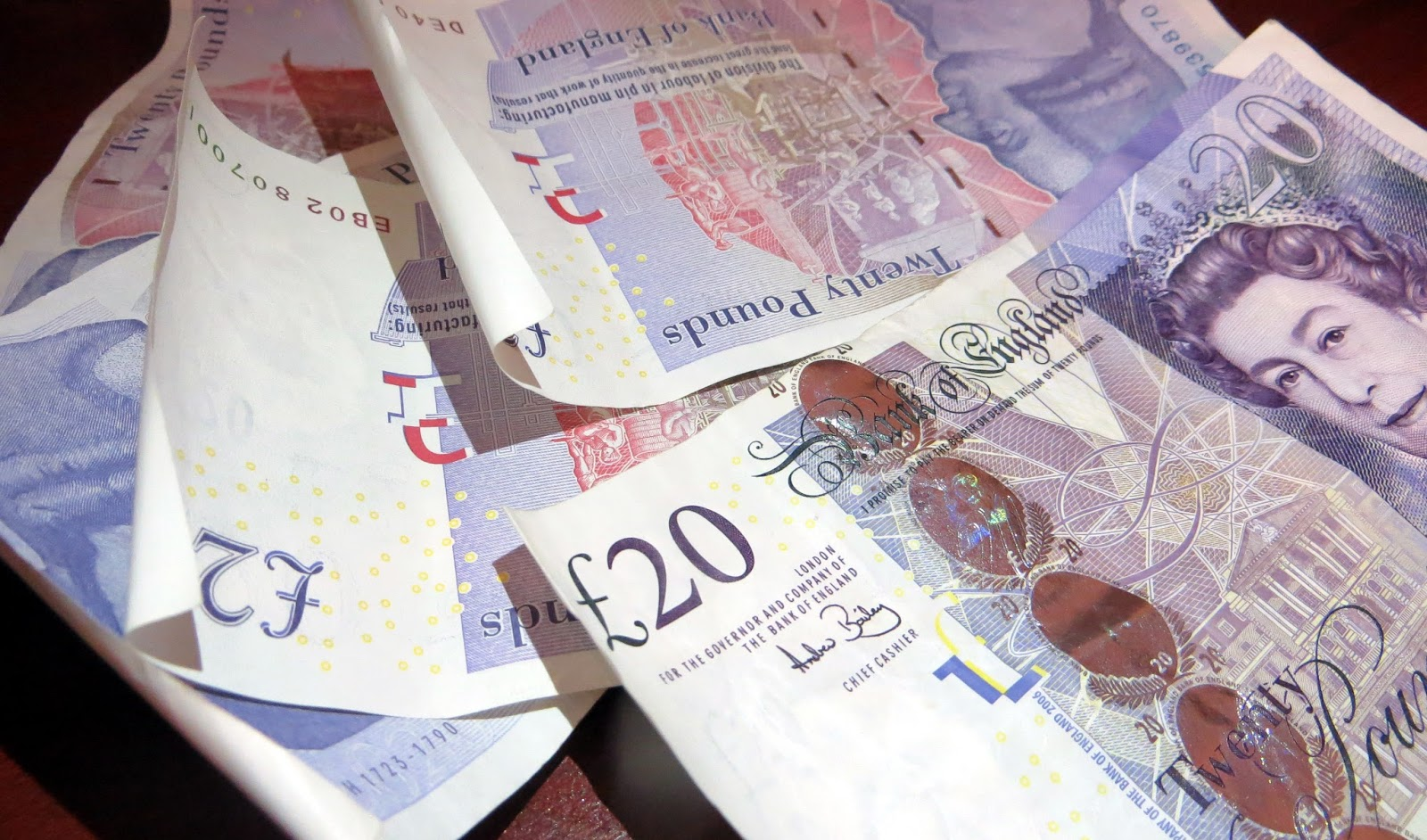 British pounds, £20, how to save for travelling, how to save for traveling, backpacking, travel, vacation, gap year, sabbatical, quit job and travel, money worries, budgeting, loans, debt,