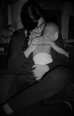 massage bébé toucher AFMB maman contact proximité maternage calin