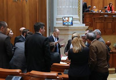 bizalmatlansági indítvány, btk.-módosítás, Grindeanu-kormány, Kelemen Hunor, közkegyelem, Liviu Dragnea, RMDSZ, Románia