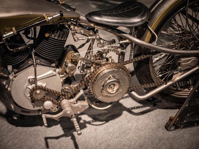 Legend utiliza un motor Harley-Davidson restaurado de 1917; es increíble darse cuenta de que Wille y Arthur ya habían estado construyendo motocicletas durante 14 años en ese momento.