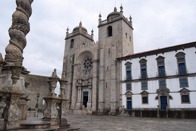 vue de la façade de la cathédrale Porto