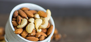 Differences Between Cashews And Almonds