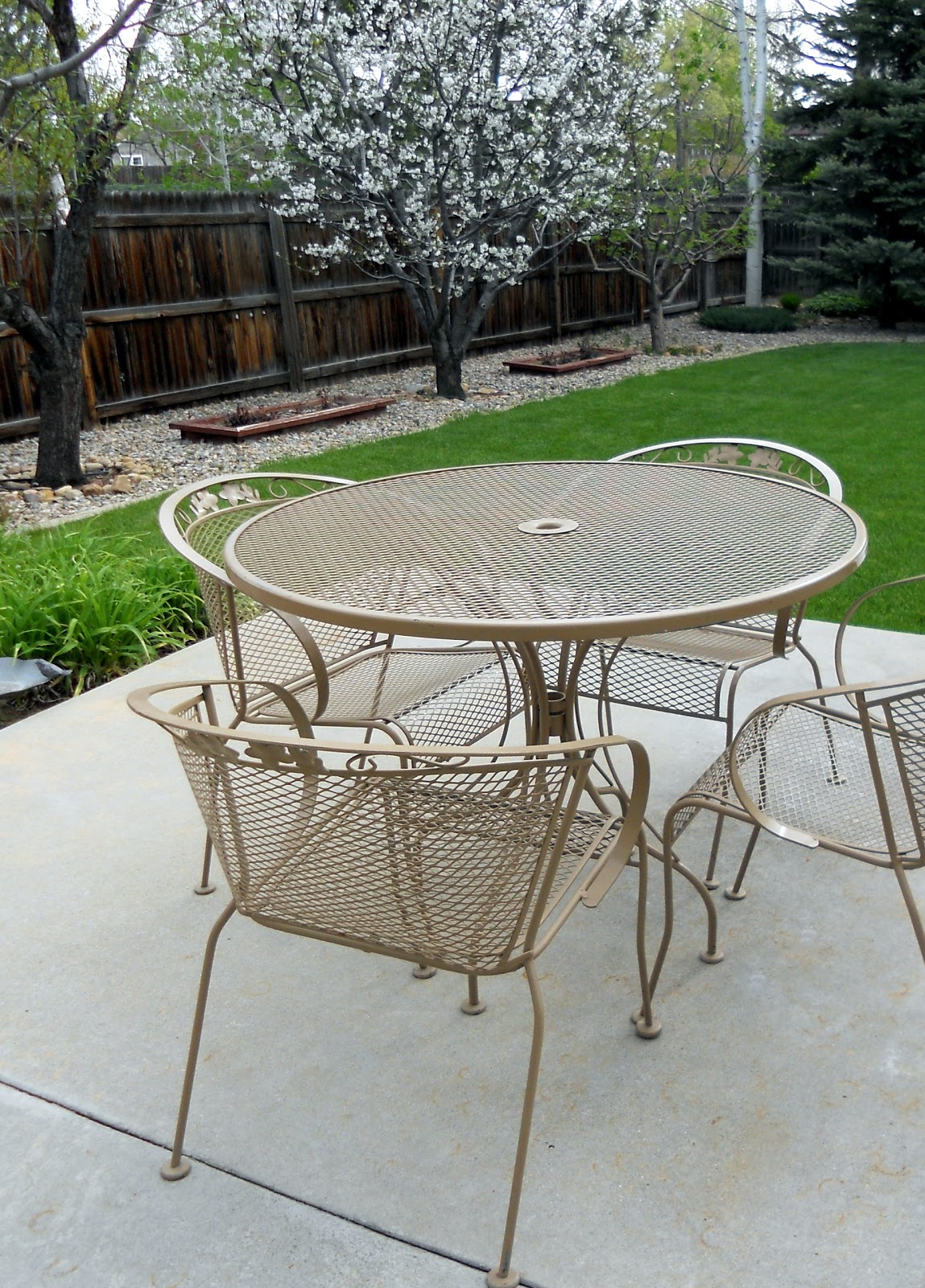 Refinish Wrought Iron Patio Furniture.Just Another Hang Up Patio Furniture Redo