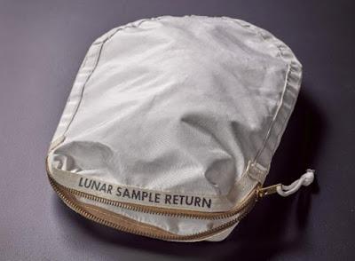 Σε πλειστηριασμό τσάντα με σκόνη από τη Σελήνη