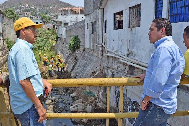 Avance del 40 por ciento en limpieza manual de canales pluviales