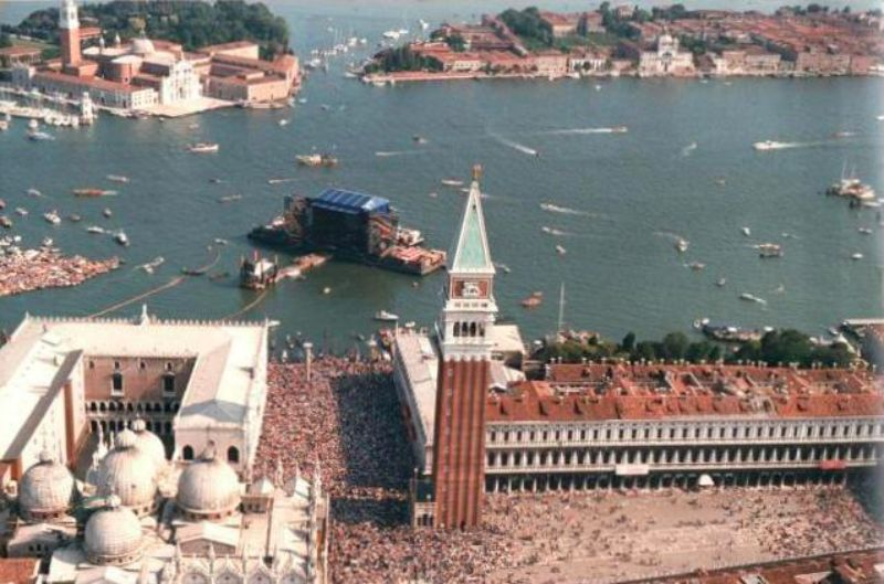 33 Photographs Of Pink Floyd Concert In Venice On A