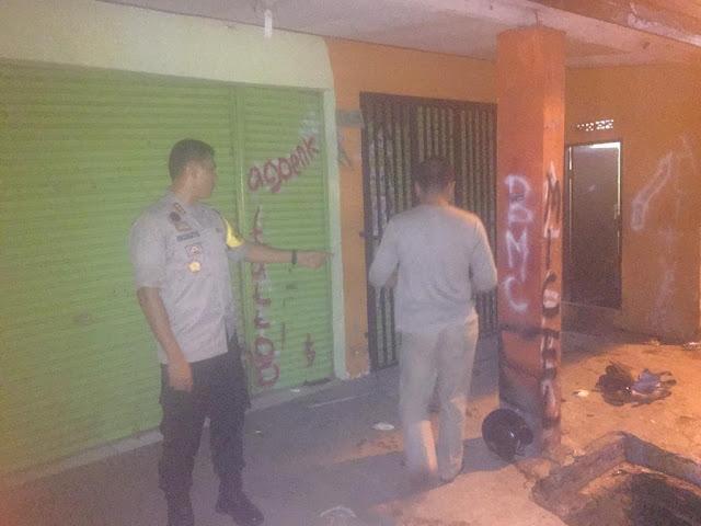 Lagi Razia Toko Obat, Tiga Anggota Polisi Bonyok Dikeroyok Puluhan Pemuda