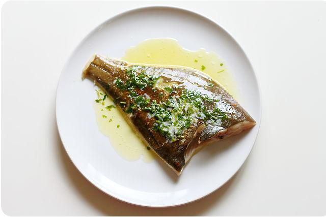 Bitte esst keine Maischolle! Zarte und fette Scholle, gebraten in Butter mit frischen Kräutern | | Arthurs Tochter kocht. Der Blog für Food, Wine, Travel & Love