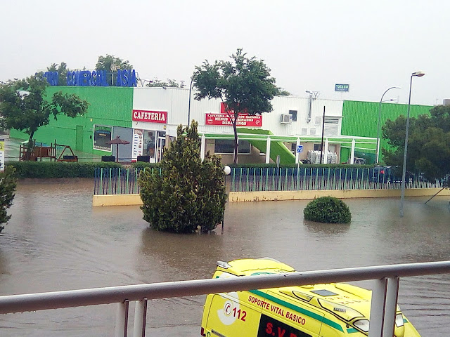 http://www.elecodevaldepenas.es/texto-diario/mostrar/1093603/fuerte-tromba-agua-caida-valdepenas-deja-34-litros-metro-cuadrado