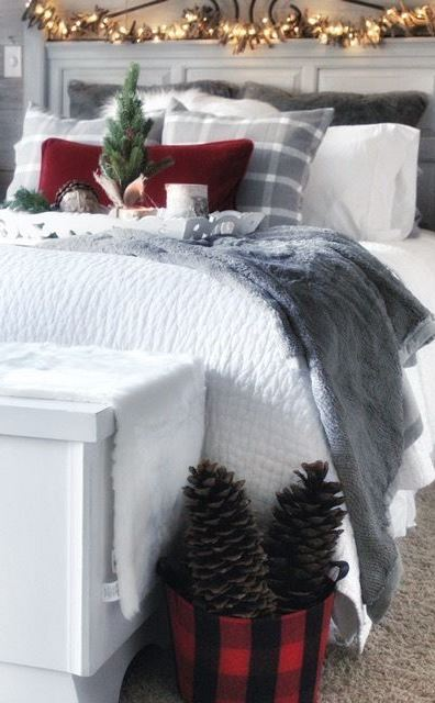 30 Christmas Bedroom Decorating Ideas