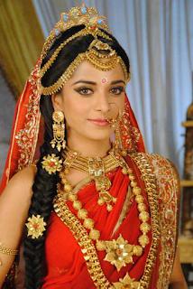 Foto Pooja Sharma sebagai Dropadi di serial TV Mahabharat