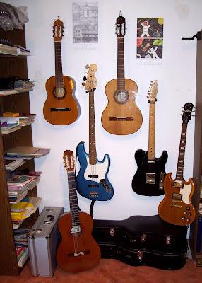 Gitarren und Bass