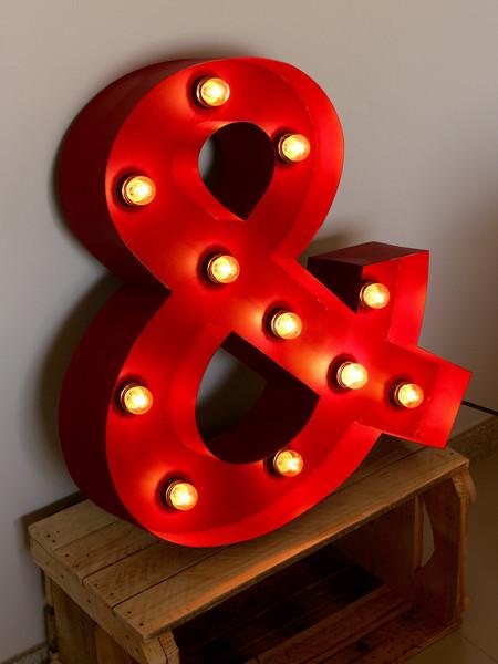 Luminária de letras