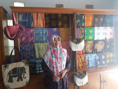 Rumah Kreasi Taza Sediakan Batik Khas Karawang