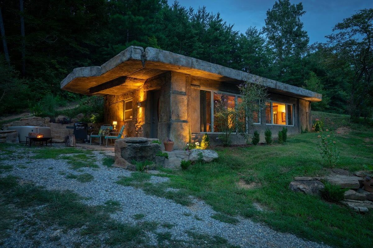01-Night-Time-Views-airbnb-The-Bedrock-Cave-Cottage-Architecture-www-designstack-co