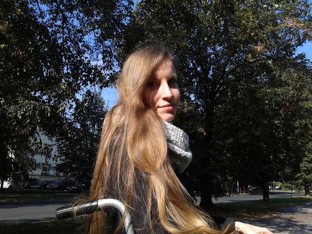 Minimalistyczna naturalna pielęgnacja długich włosów