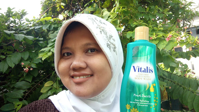 Manfaat teh hijau dalam Vitalis perfumed moisturizing body wash  fresh dazzle