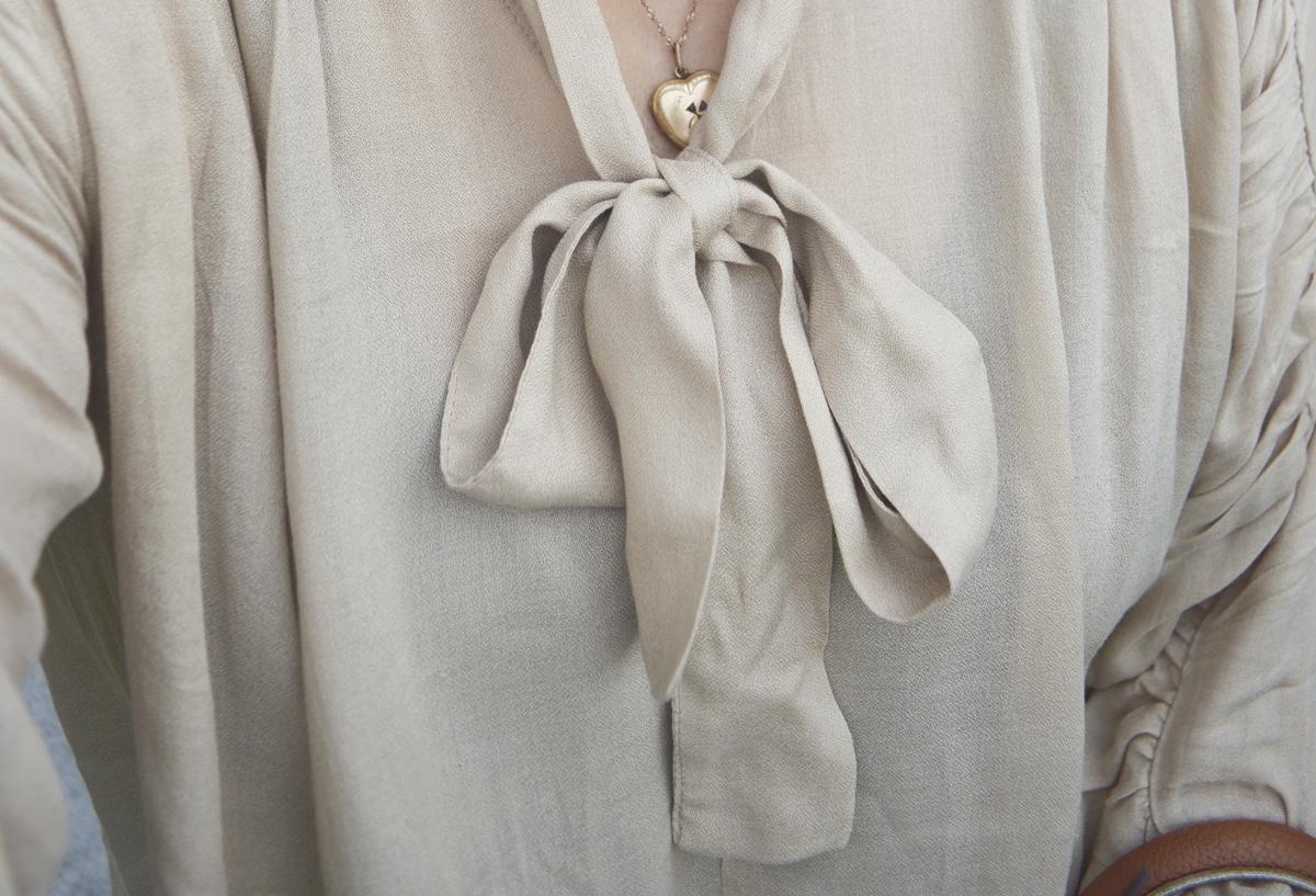 Harem pants & blouse Detail photo blouse