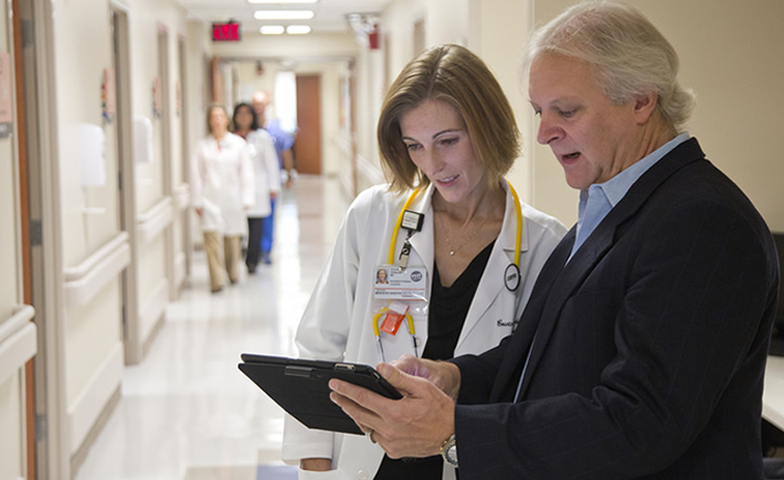 """Con la solución tecnológica de IBM un paciente podrá recibir en su dispositivo –por ejemplo, un Apple Watch- datos recogidos por diferentes tipos de sensores, tecnología wireless o dispositivos """"wearables"""". (Foto: IBM)"""