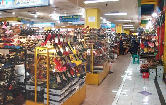 Sepatu wanita murah di Pasar Baru Trade Center Bandung