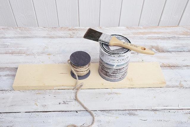 Holz mit Kreidefarbe streichen