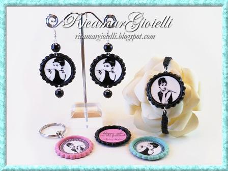 Tappi di bottiglia utilizzati per realizzare orecchini, bracciale, portachiavi e calamite con Audrey Hepburn
