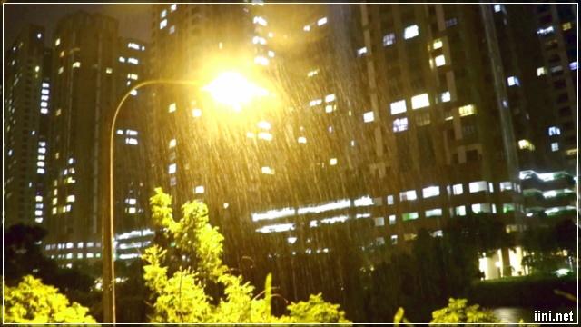 mưa trong đêm