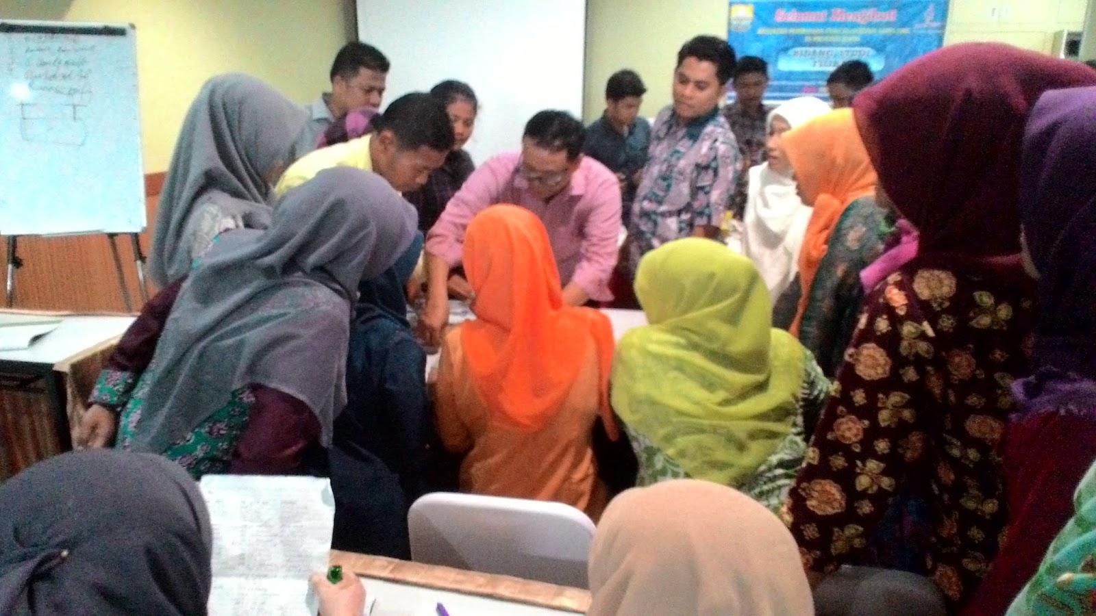 Kebersamaan Guru Diklat Ostn Fisika Smk 2016 Provinsi Jambi Budi Laksono