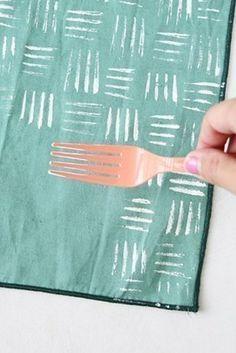 Estampar tejidos con un tenedor