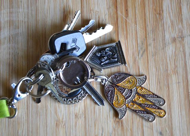 Breloczki od kluczy. Ręka Fatimy i św. Krzysztof