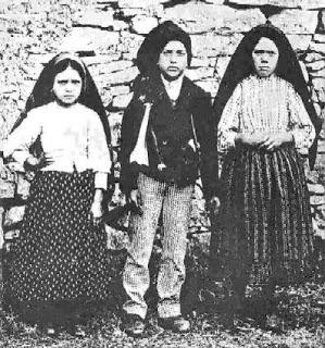 Jacinta, Francisco e Lúcia.