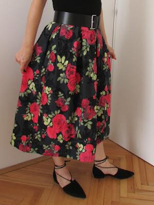 http://ladylinaland.blogspot.hr/2017/09/box-pleat-midi-skirt.html