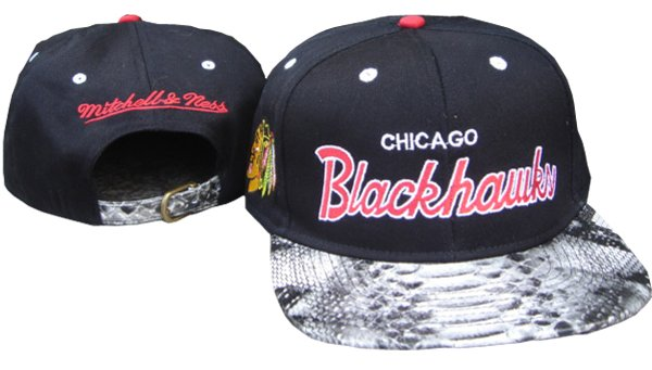 MBLV R APPAREL  MITCHELL   NESS  CHICAGO BLACKHAWKS Snakeskin Snapback c0a9d580fcd