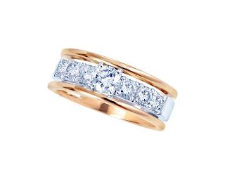 ピンクゴールドとホワイトゴールドのコンビネーションのダイヤモンドリング