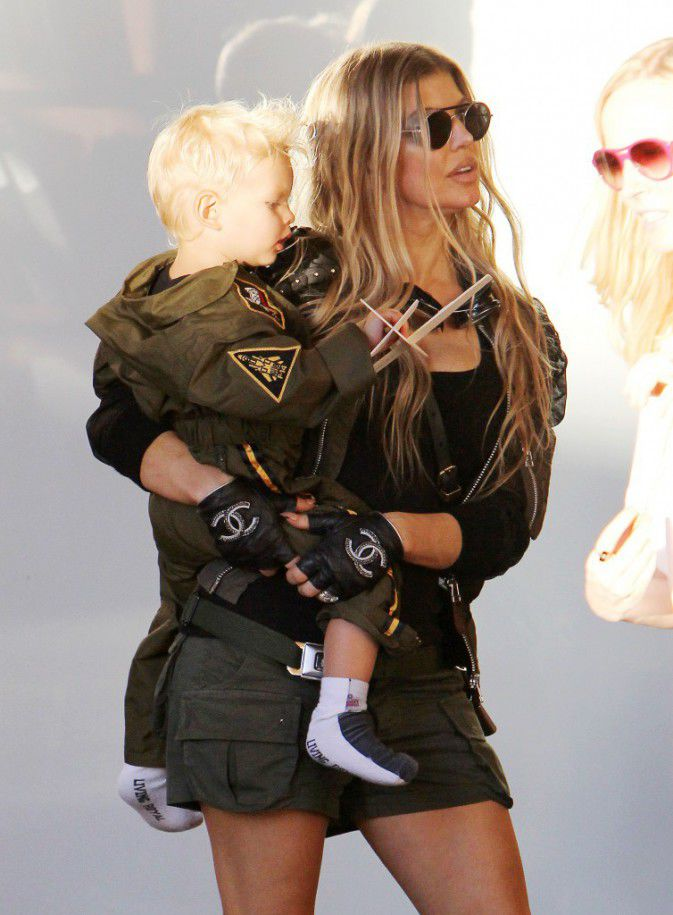 Fergie and Josh Duhamel: for the anniversary of Axl, the family are transformed into Airmen!