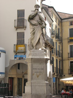 The statue of Palladio is situated in Vicenza's Piazza dei  Signori.