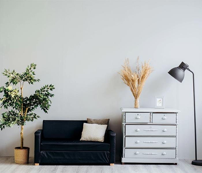 Inspiração de paleta de cores para decoração de sala de estar com tendência minimalista