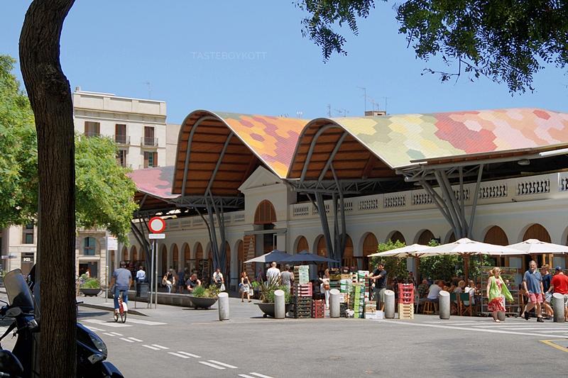Markthalle Mercado de Santa Caterina Barcelona Architektur Dach Wellen