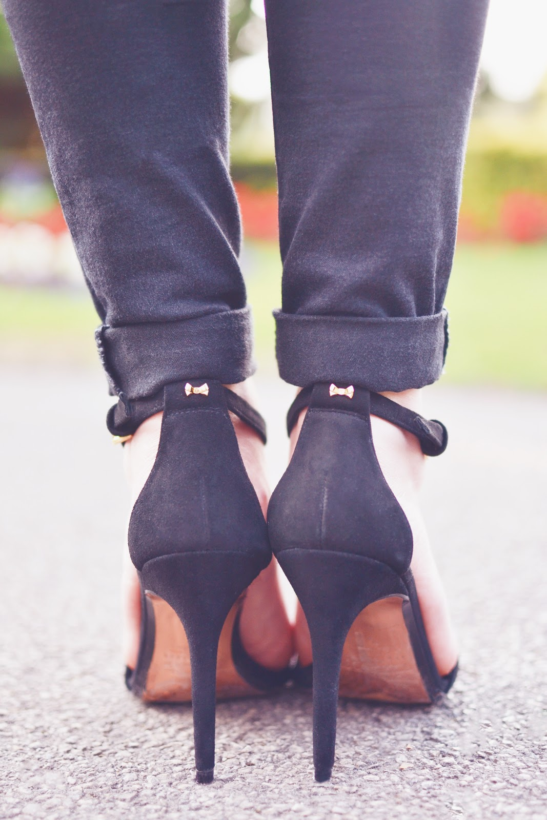 how to wear black heels with casual outfit
