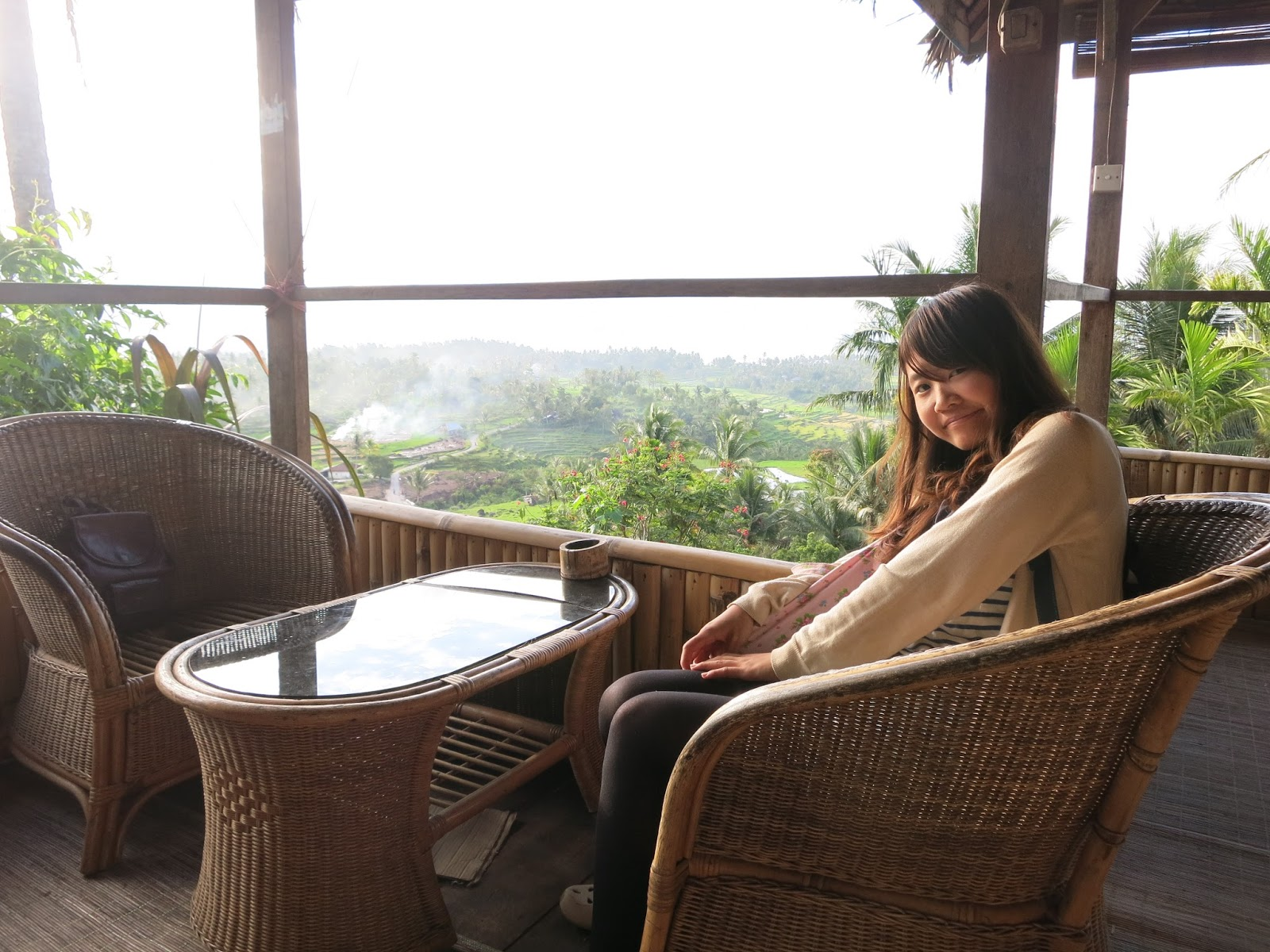 Naomi dari Jepang - Tempat juga dilengkapi kursi dan tempat Sholat